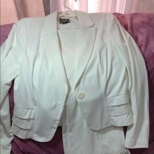 Winter white pants suit. Never worn!